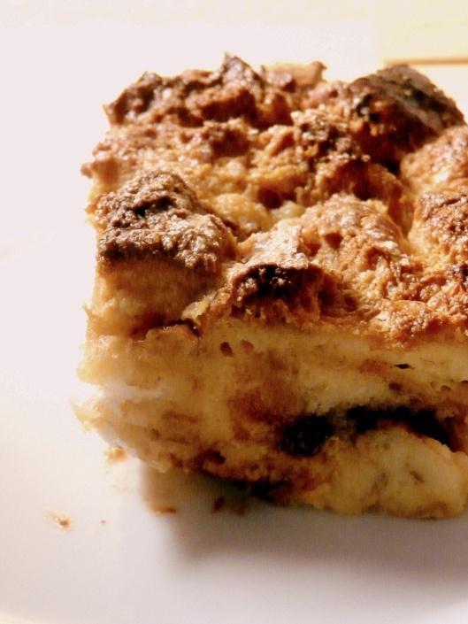 Dulce de leche, cinamono ir šokolado duonos pudingas