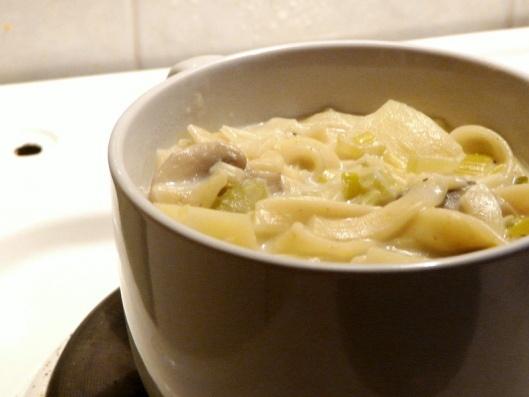 Kreminė bulvių, grybų ir lakštinių sriuba