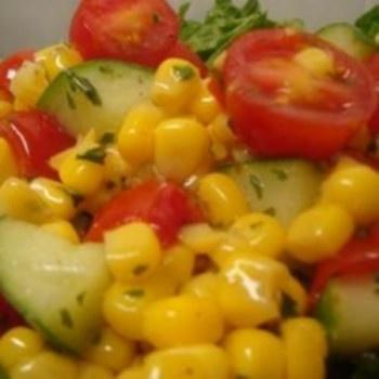 Mažųjų pomidorų ir kukurūzų salotos