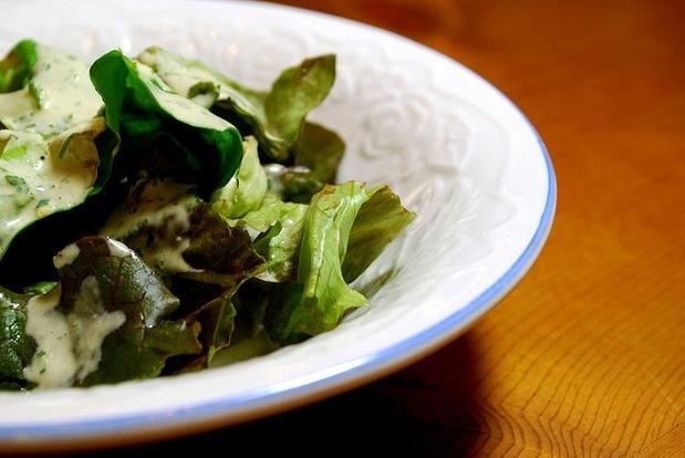 Žaliosios salotos su ančiuviais
