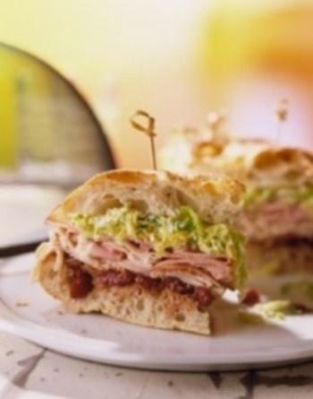 Aukštas suvyniotas sumuštinis