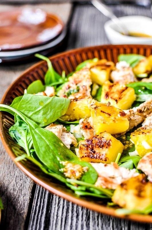 Smaližių vištienos salotos