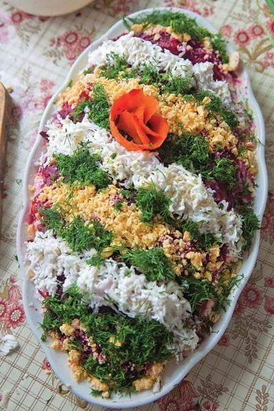 Sluoksniuotos salotos su silke
