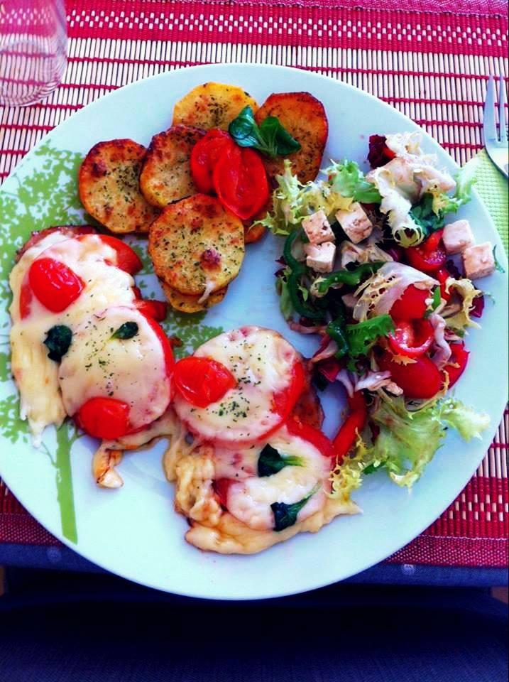 Kiaulienos kepsnys su pomidorais ir sūriu