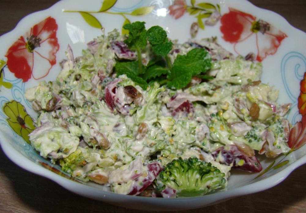 Brokolio ir spanguolių salotos