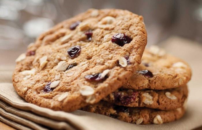 Avižiniai sausainiai su šokoladu ir bananais