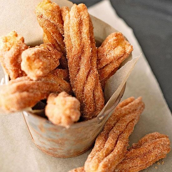 Burnoje tirpstančios ispaniškos spurgos churros