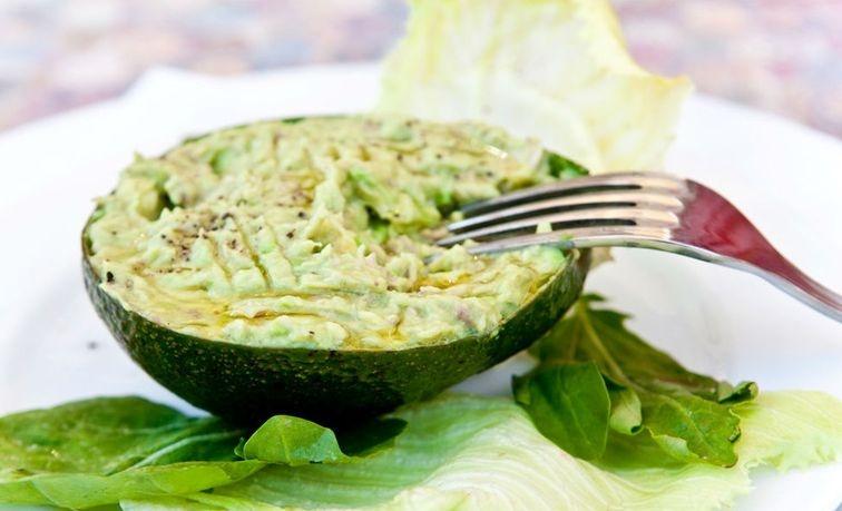 Tuno ir avokado salotos