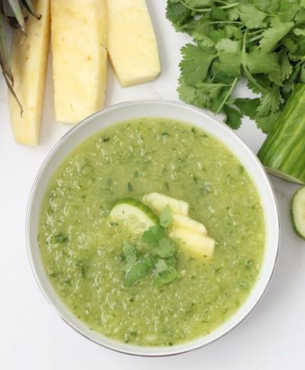 Šalta ananasų - agurkų sriuba