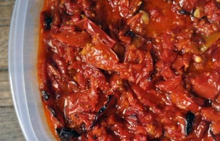 Keptų pomidorų padažas su česnaku
