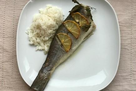 Keptas vilkešeris su ryžiais, garintomis daržovėmis ir sviesto-balto vyno padažu