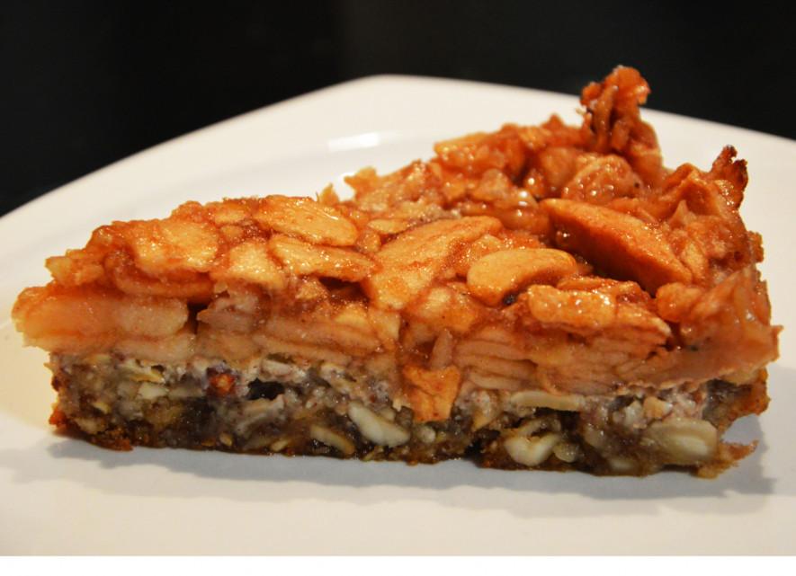 Riešutinis obuolių pyragas be miltų