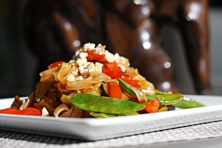 Tailandietiški ryžių makaronai su daržovėmis